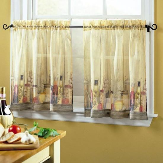 Чтобы украсить окно шторами, выполненными своими руками, необходимо иметь элементарные навыки кройки и шитья