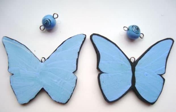 Бабочки из пластика голубого цвета
