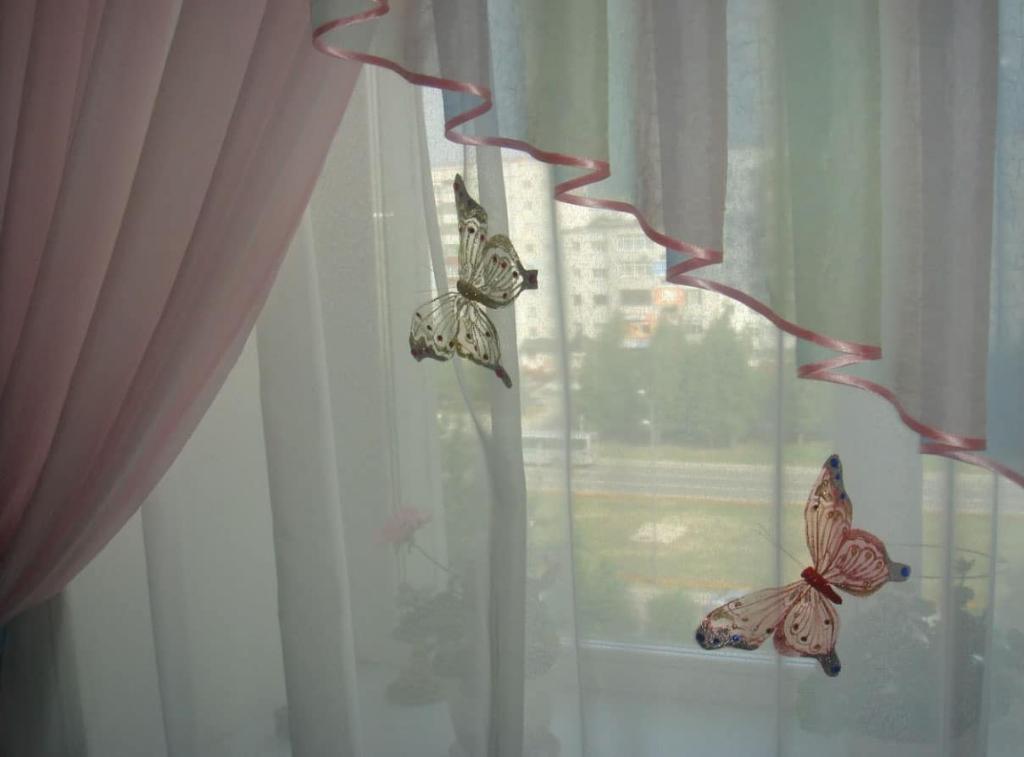 Самодельные бабочки на тюли