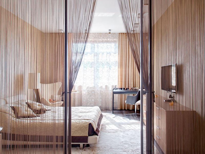 Зонирование спальни с помощью кисеи