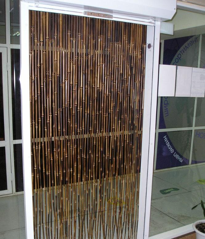деревянные шторы в проходе