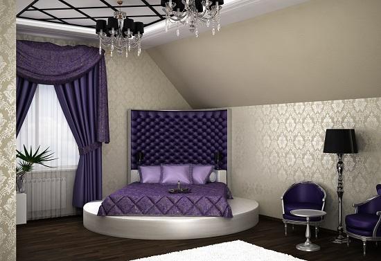 Текстиль и обивка мебели фиолетового цвета в бежевой спальне