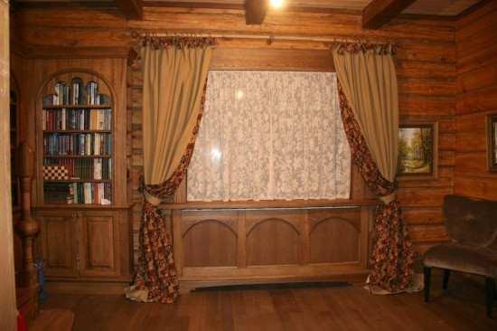 Сейчас в тренде натуральность: именно поэтому деревянные дома пользуются особой популярностью. Для данного жилища следует подобрать особые шторы