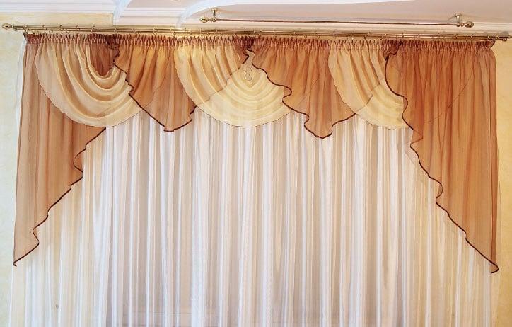 шторы с ламбрекенами для зала