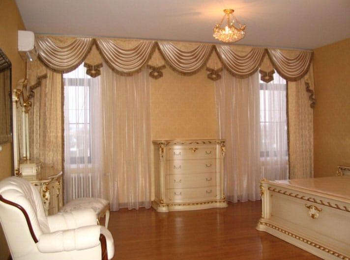Ламбрекены для зала в стиле классика