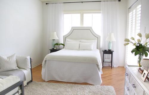 Белая спальня в белом текстиле
