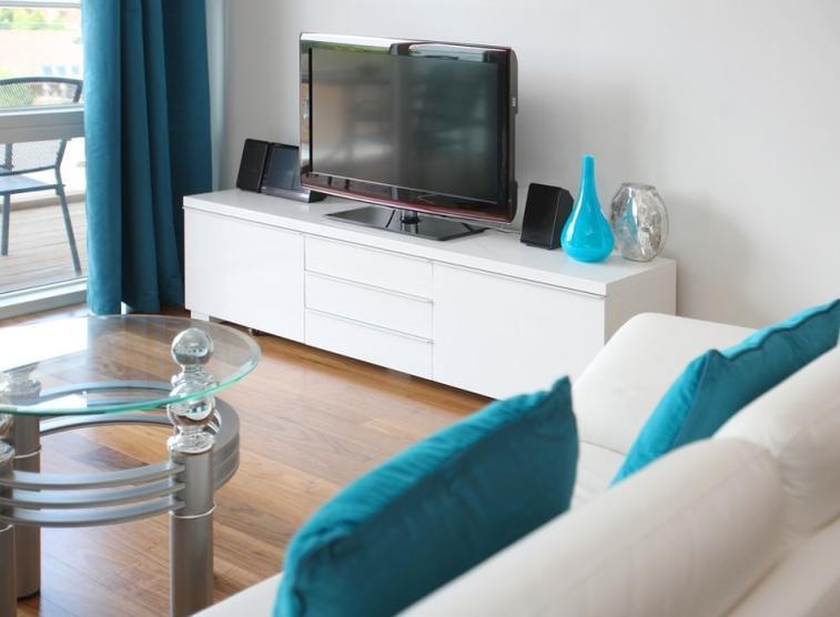 Белая мебель бирюзовый голубой текстиль
