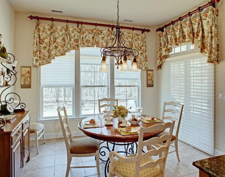 короткие шторы в красивом интерьере