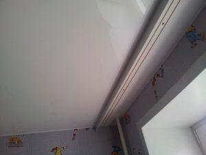 Крепление гардин к натяжному потолку