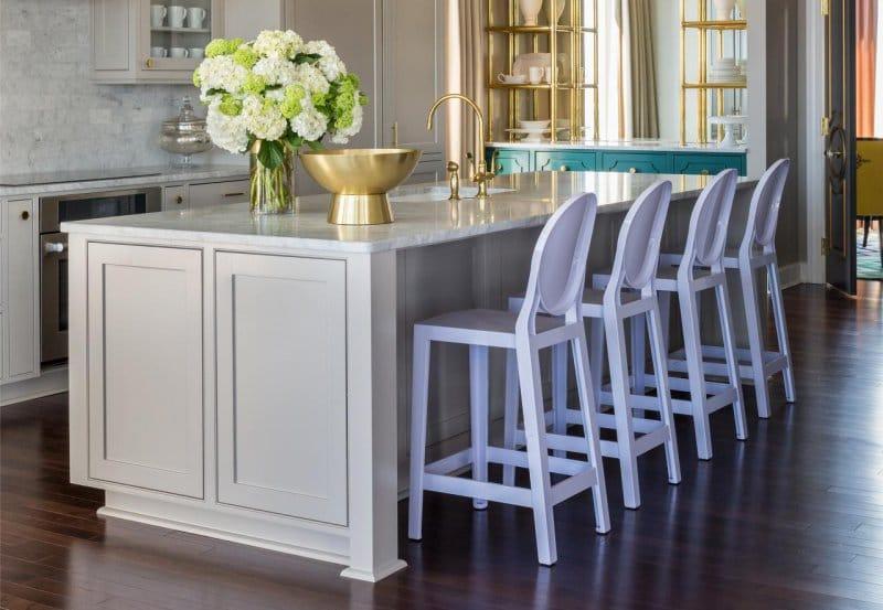 Бронза и сиреневый цвет в интерьере кухни