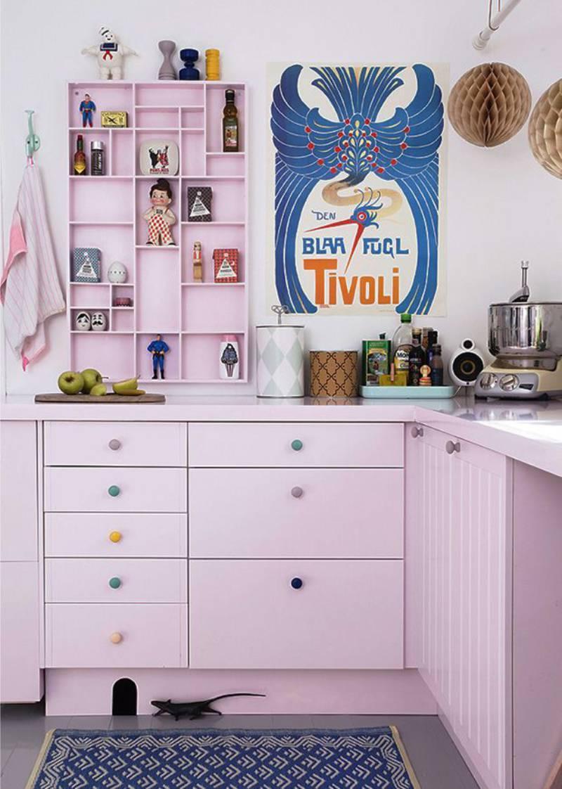 Сиреневая кухня в стиле поп-арт