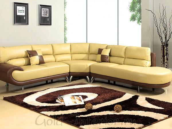 Светло-жёотый диван в интерьере
