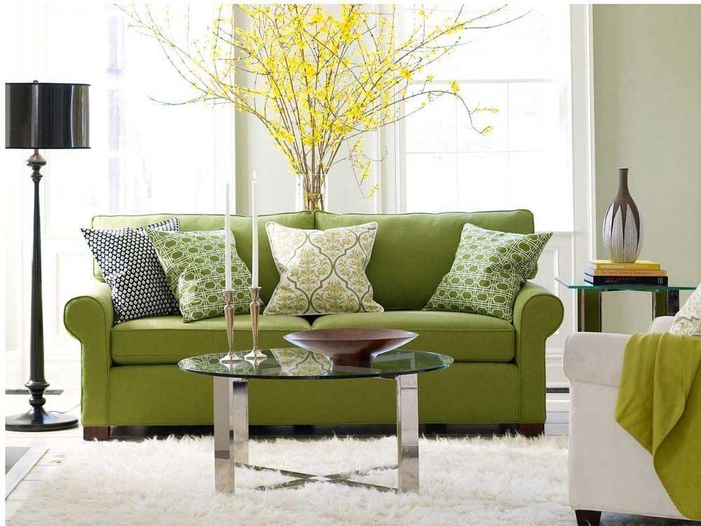 Зелёный диван в интерьере комнаты