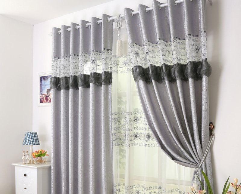 серебристые шторы со вставками