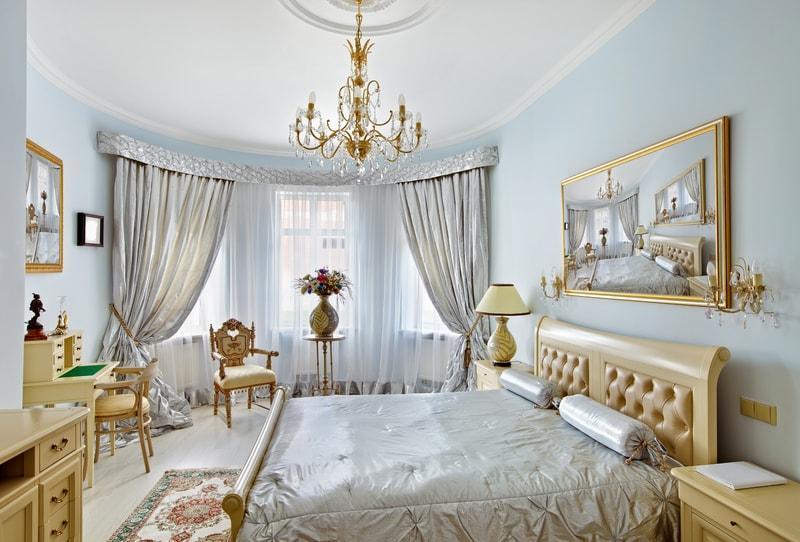 серебряные шторы в спальне