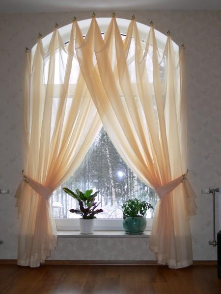 Интересное и необычное оформление окна без штанги