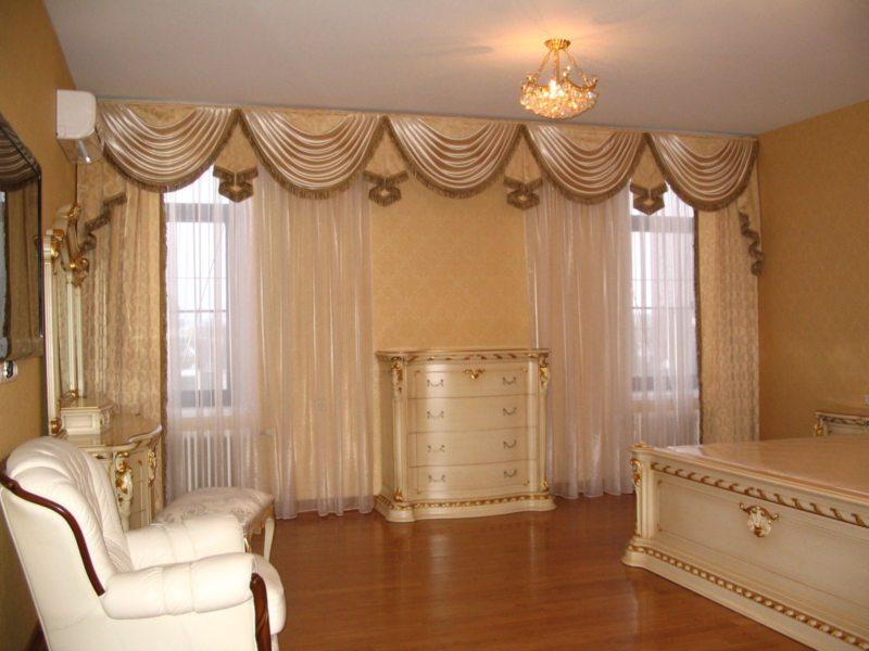 Pelmets in the living room (4)