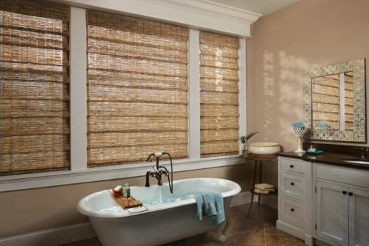 Коричневые бамбуковые шторы в интерьере