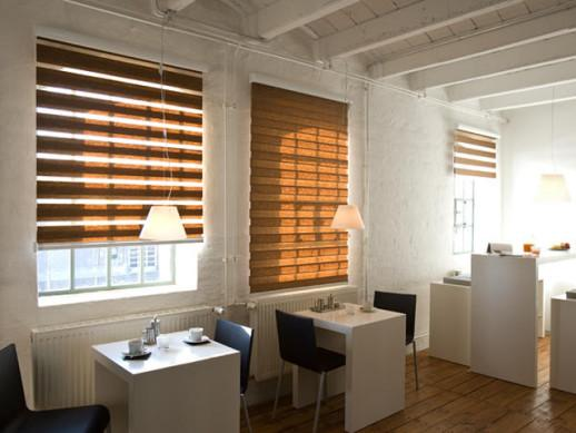 Рулонные шторы в интерьере офиса