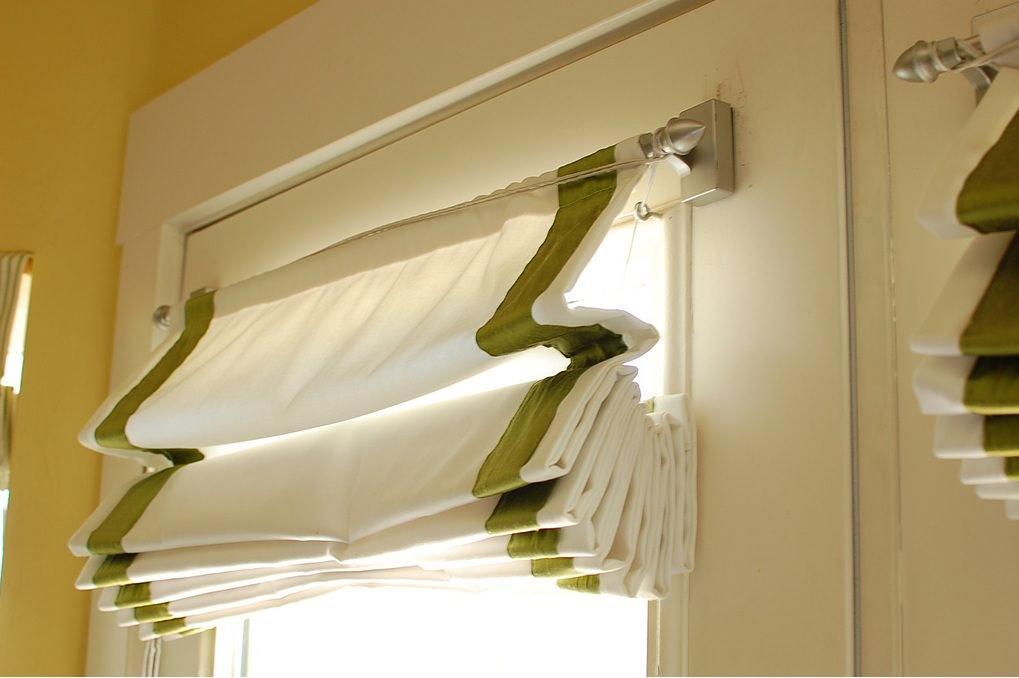 Для того чтобы римская штора ложилась ровными складками, перекладины должны быть вшиты правильно, на равном расстоянии друг от друга