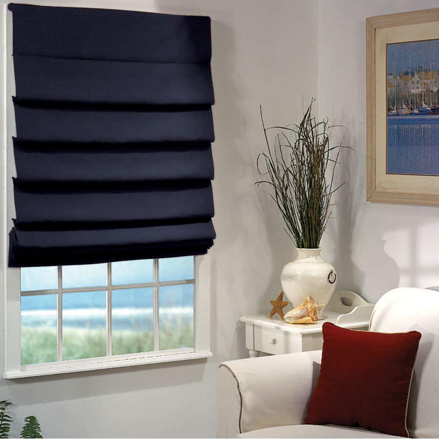 Компактная римская штора привлекает внимание дизайнеров своей практичностью и неординорностью