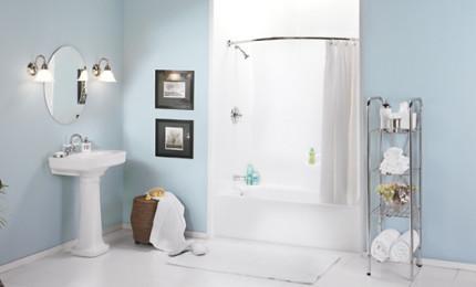 Слегка изогнутая штанга для шторы в ванной