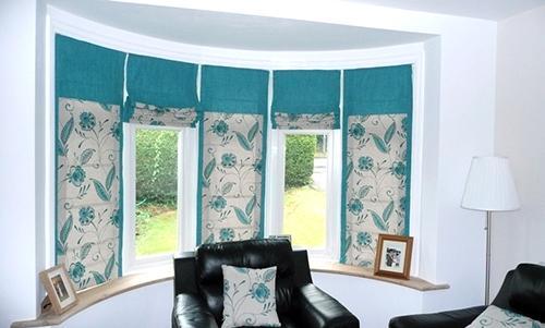 Красивые подъемные шторы в интерьере комнаты
