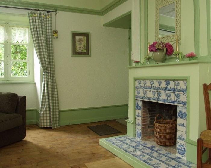 зеленые стены и шторы
