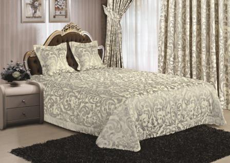 Шторы и покрывало в спальне - это основные элементы