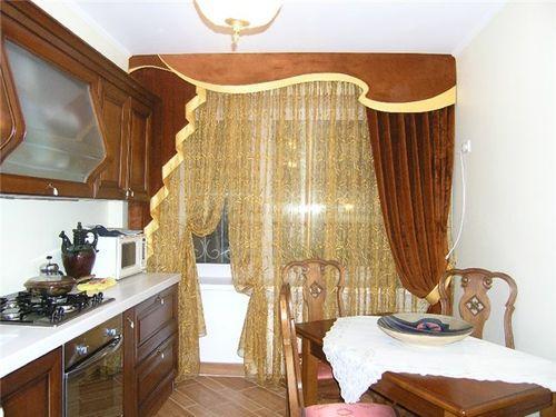 Классические шторы в кухне