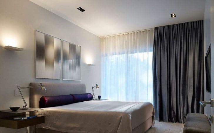 Шторы в интерьере красивой спальни