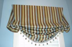Пример современного оформления лондонской шторы