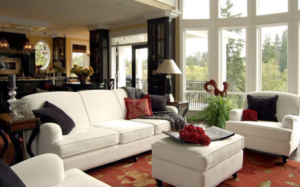 Фото интерьера с белым диваном