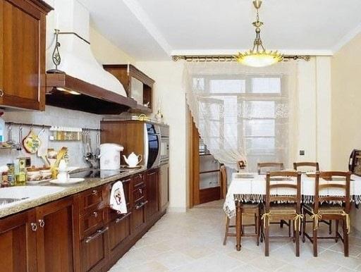 Практичность в сочетании с декоративностью - основное требование для кухонных штор