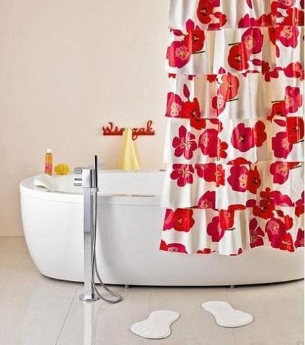Пример акцента в дизайне комнаты с помощью ванной шторки