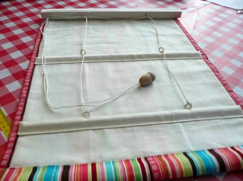 Ребра жесткости в конструкции служат для правильной сборки ткани по высоте и образования ровных складок
