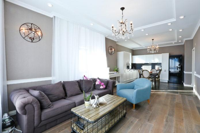 фиолетовый диван в кухне-гостиной