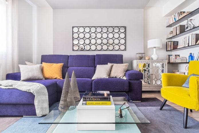 ярко-фиолетовый угловой диван в современном стиле