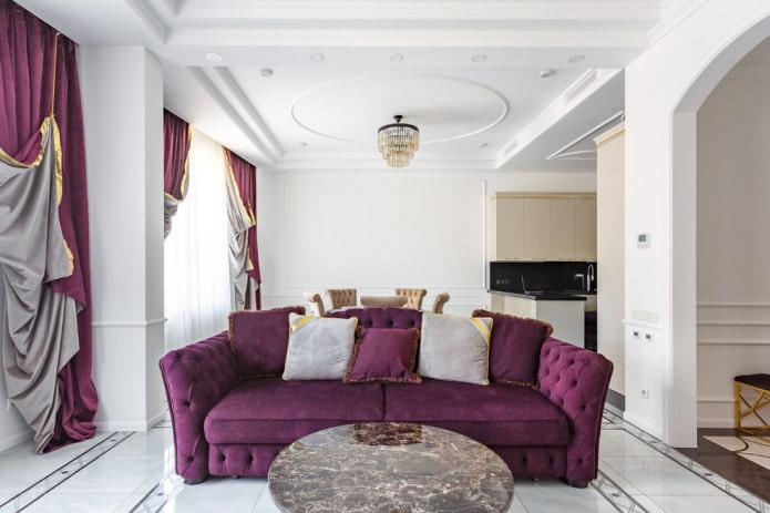 портьеры и диван в фиолетовом цвете