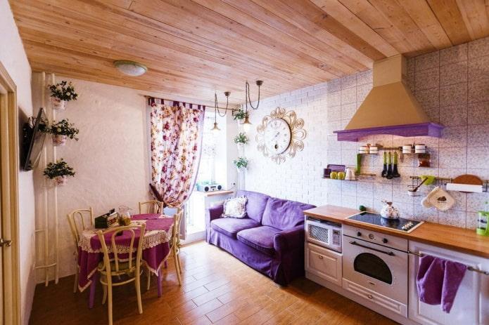 компактный диванчик в фиолетовых тонах на кухне