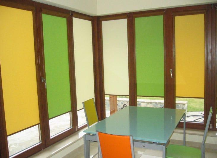 Тканевые цветные ролеты на окна