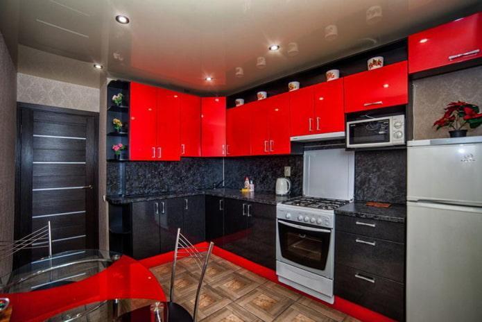 Красно-черная кухня с темной дверью