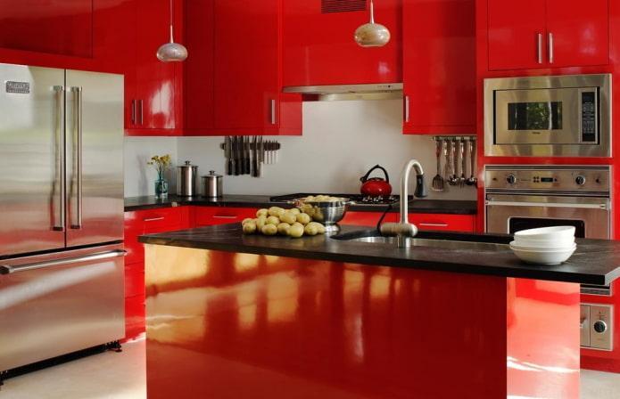 Насыщенная красная кухня