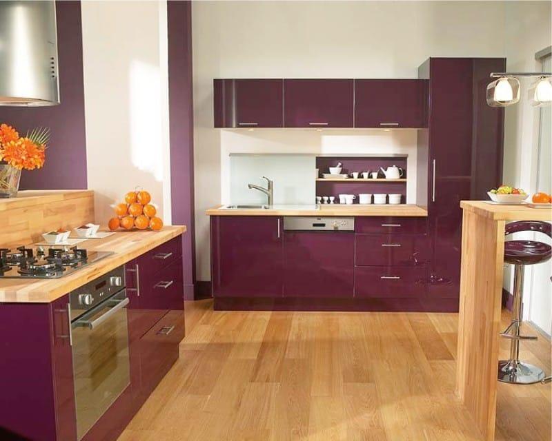 Фиолетовая кухня в интерьере