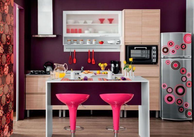 Сочетание фиолетового и розового в интерьере кухни