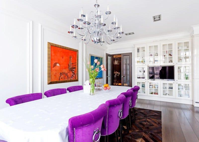 Сочетание оранжевого и фиолетового цвета в интерьере столовой