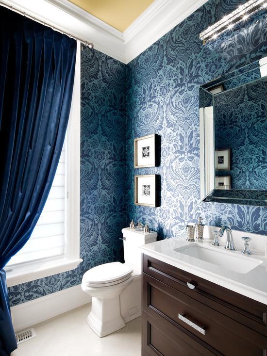Синие шторы к синим обоям