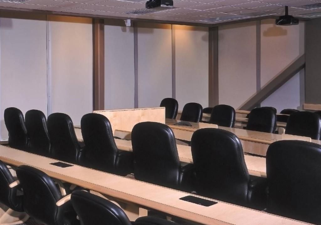 Шторы блэкаут предназначены как для квартир, так и для офисных помещений