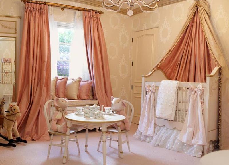 атласные шторы в малышевой выполненной в стиле прованс