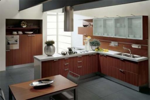 Естественное освещение в кухне с эркером
